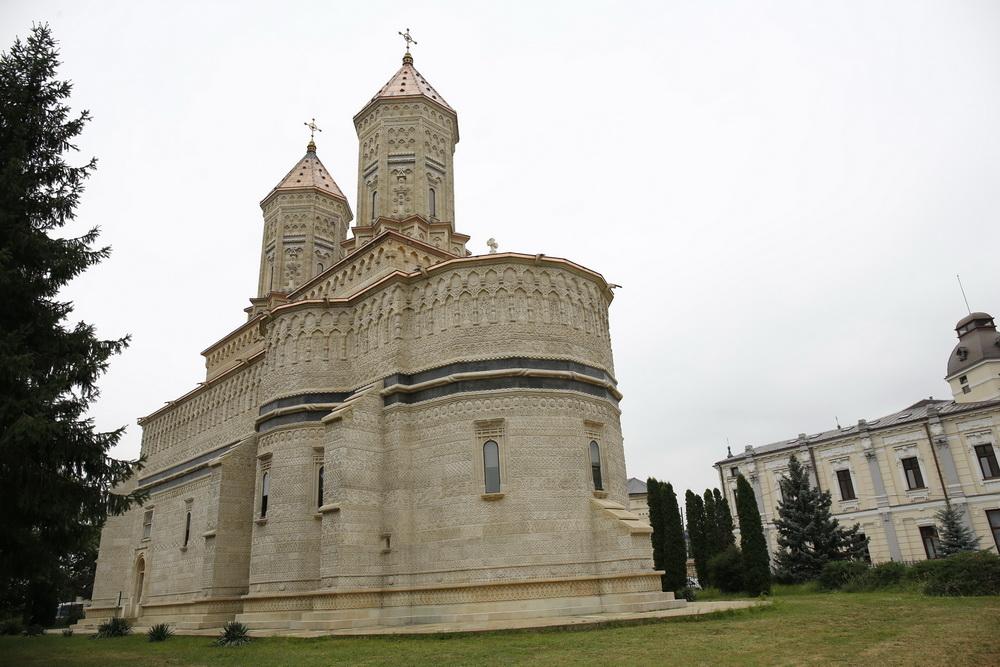 Trei Ierarhi Church